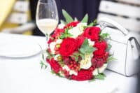 Hochzeitsfotograf und Brautstrauß